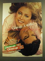 1980 Close-up Toothpaste Ad - It Works!